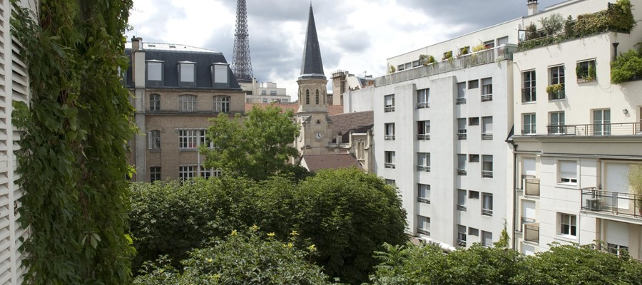 Eiffel Tower View - close to Musee D'Orsay sleeps 4