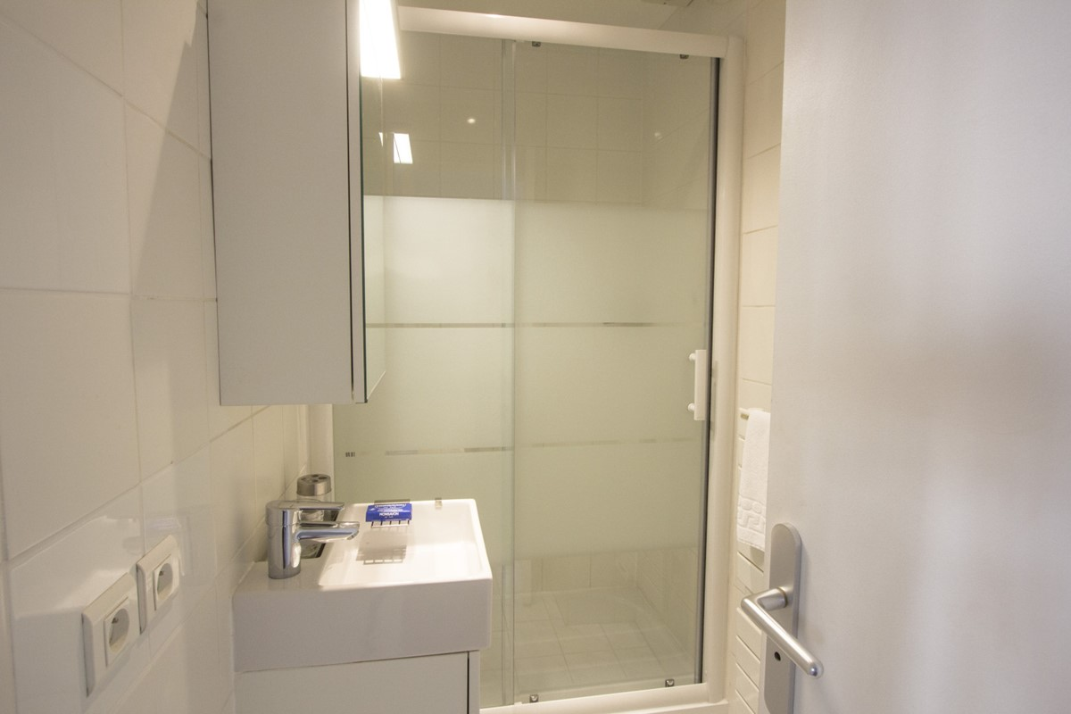 sliding door to shower